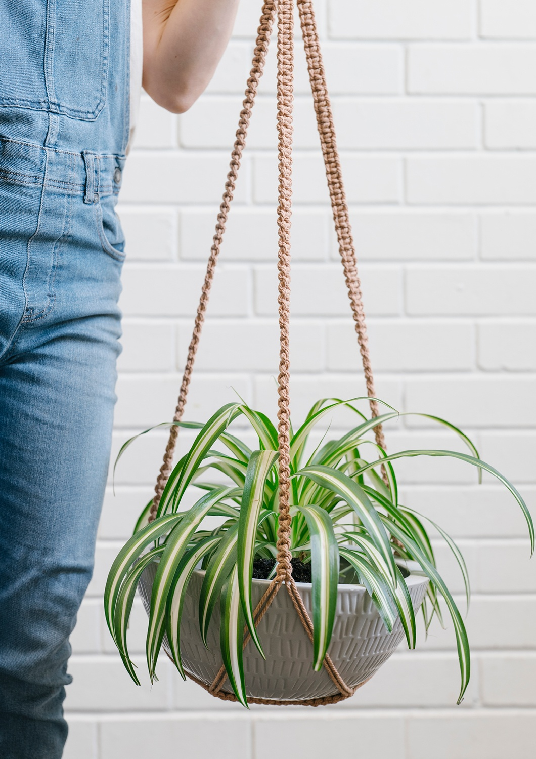 Angus & Celeste Macrame Hanging Planter Large Grey